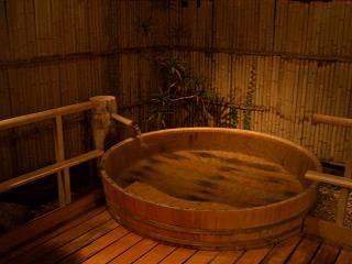 1万円で源泉かけ流しの温泉、食事部屋だし、一人旅プラン 光陽館
