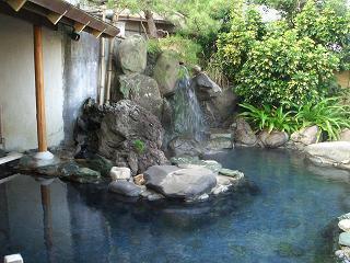 伊東温泉 陽気館の源泉かけ流しの露天風呂